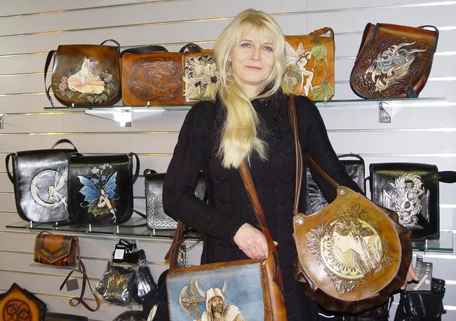 View the leatherwork of Milla Skedeb�ck